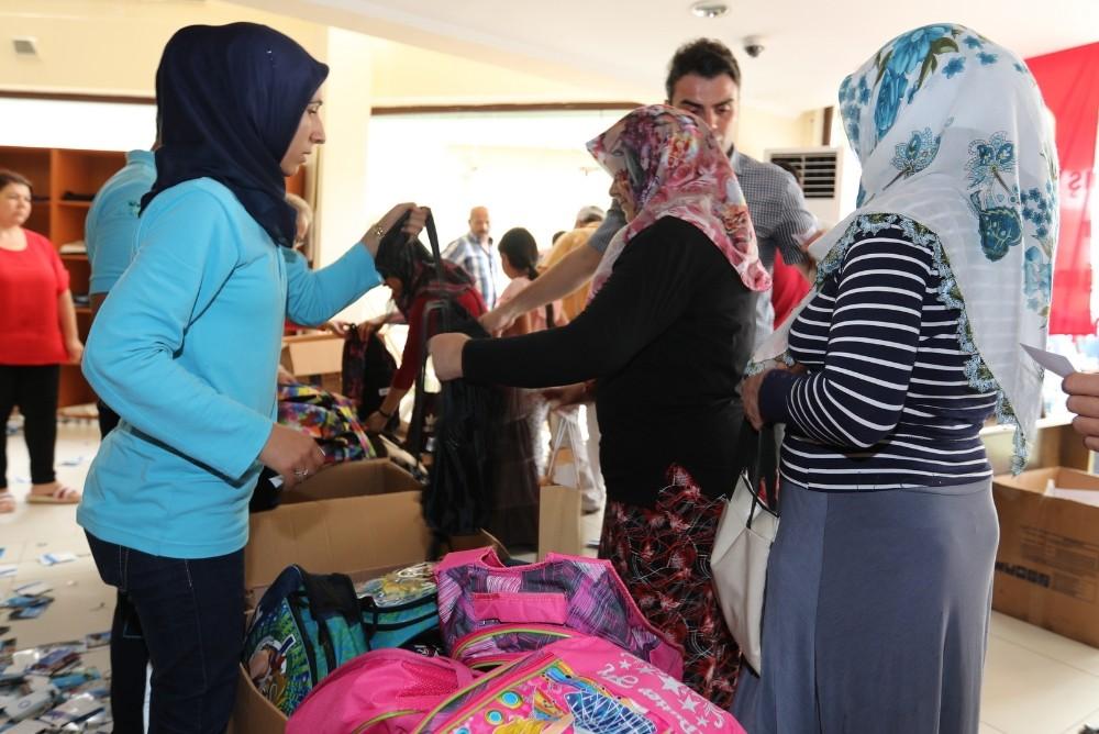4 bin öğrenciye çanta ve kırtasiye yardımı