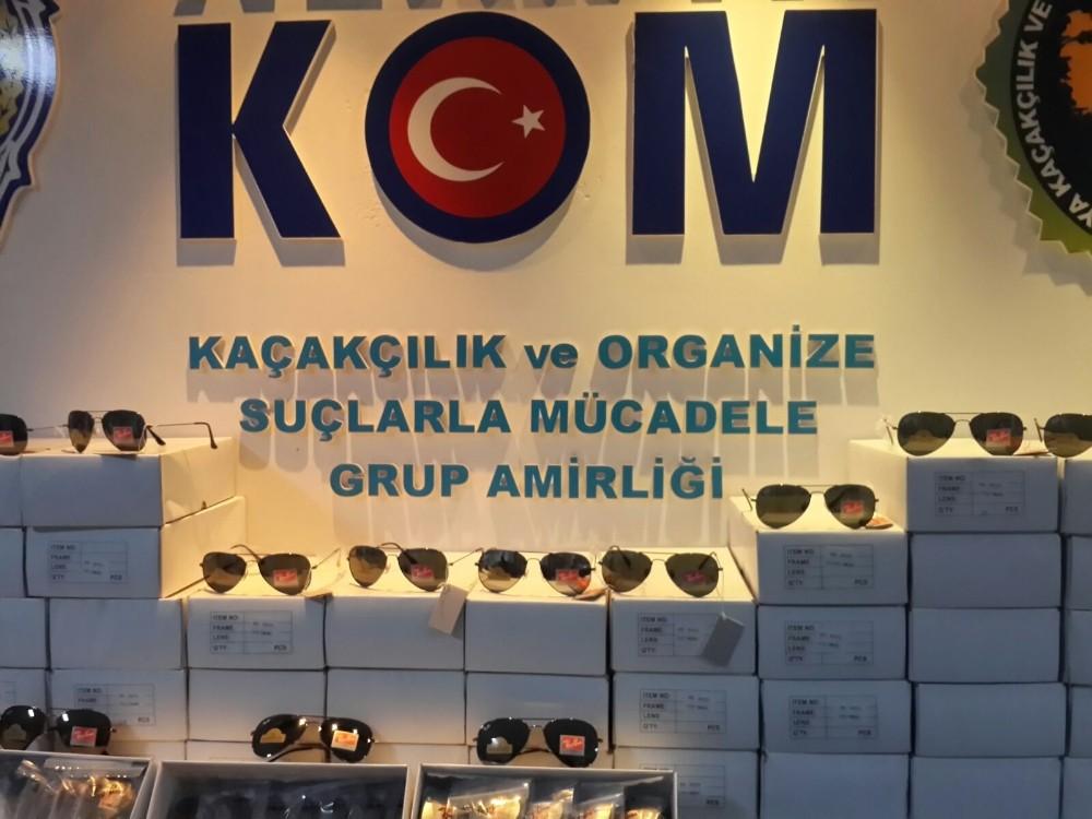 Alanya'da bin 140 adet kaçak gözlük ele geçirildi