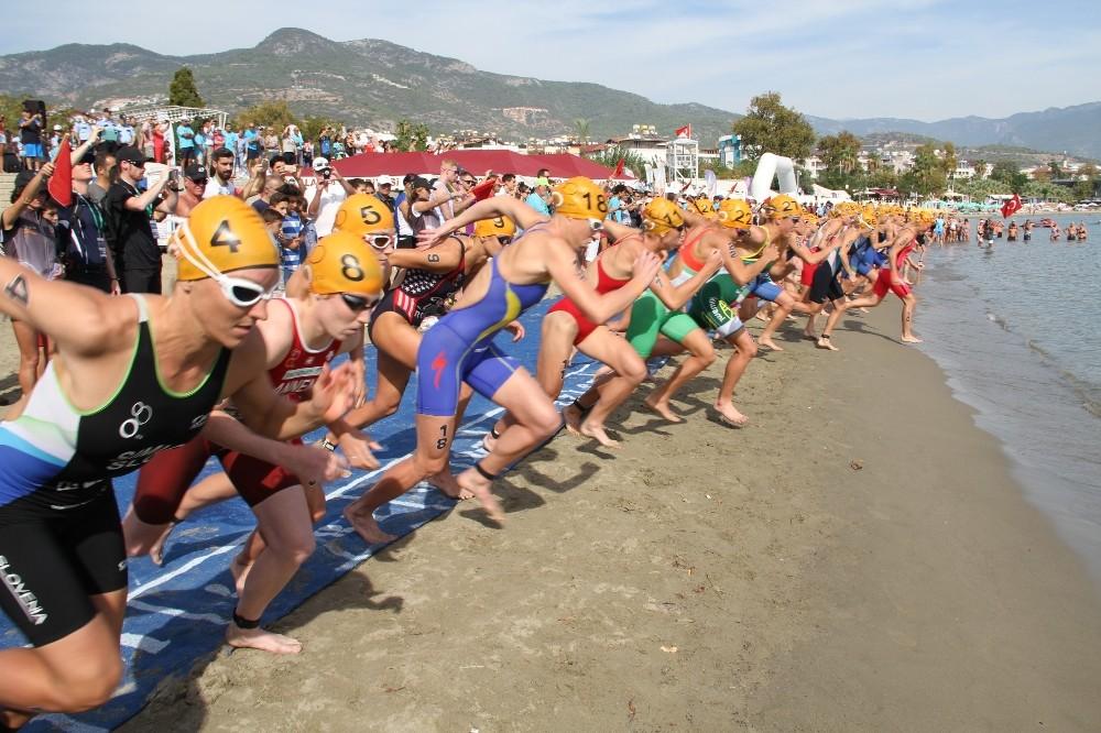 Alanya'da Triathlon heyecanı