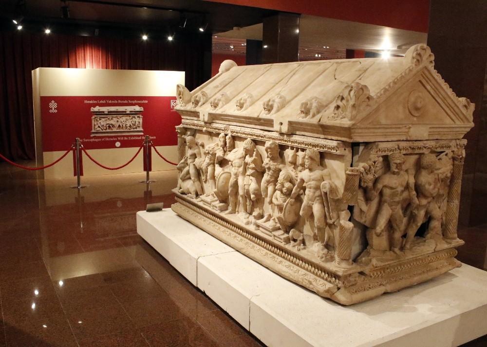 Antalya Müzesi'ndeki yerini alan Herakles Lahdi açılışı bekliyor