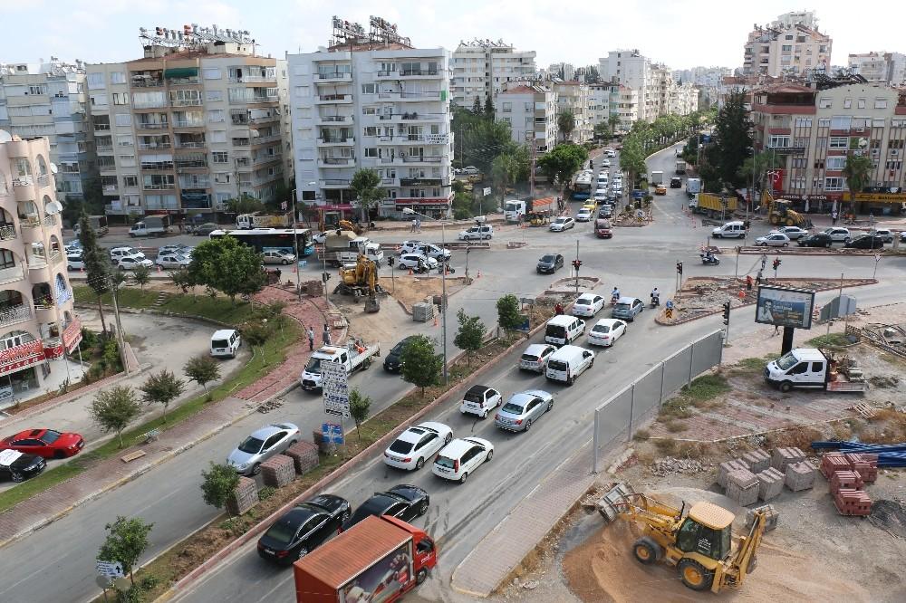 Antalya'da kavşaklar yeniden düzenliyor