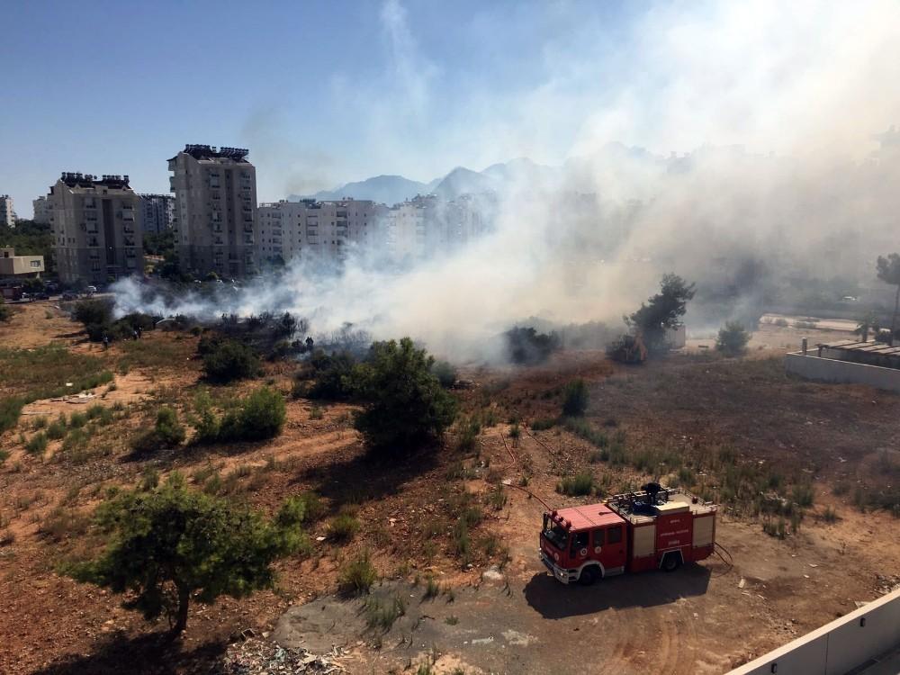 Konyaaltı'da orman yangını