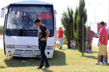Otel servis minibüsü devrildi: 5 yaralı
