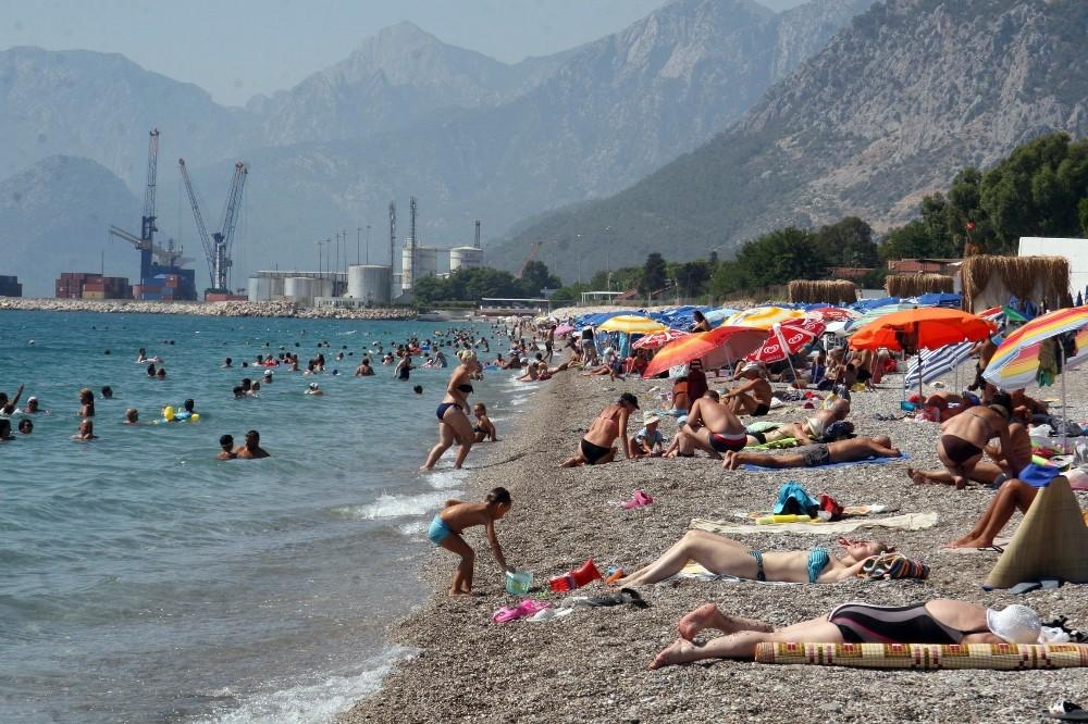 Antalya'da sahillerde bayramın son gün yoğunluğu
