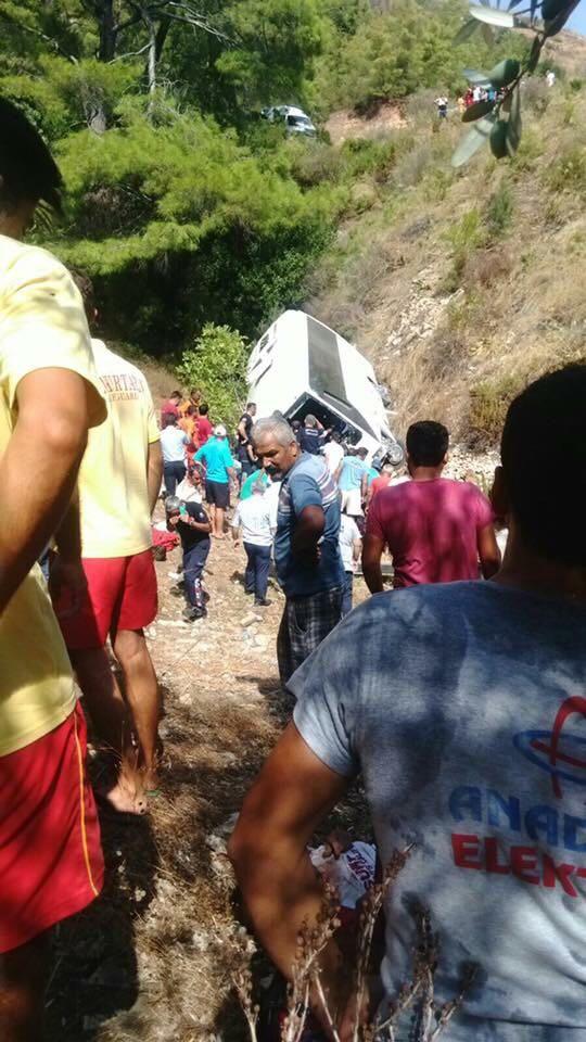 Antalya'da tur otobüsü şarampole yuvarlandı: 2 ölü
