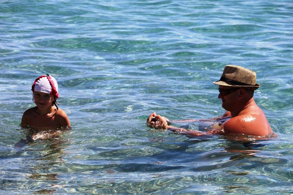 Antalya'da yaz devam ediyor