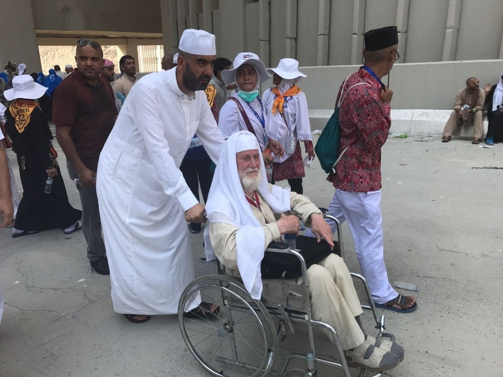 Antalyalı Ahmet Vecdi dede 98 yaşında hacı oldu