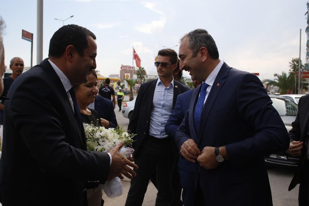 Bakan gül : partisinin il başkanlığını ziyaret etti