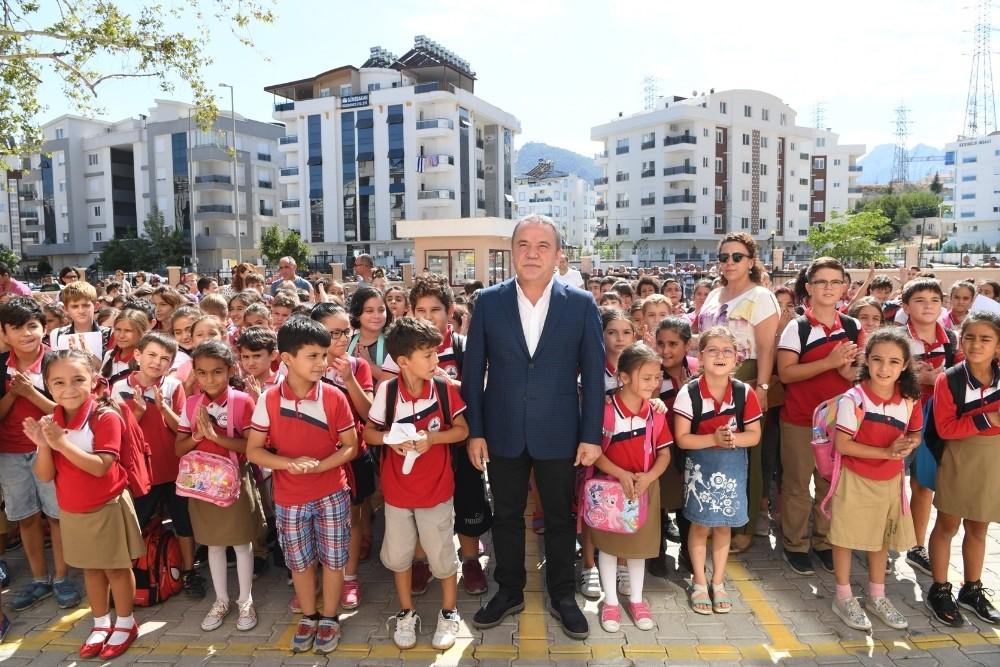 Başkan Böcek, öğrencilerle buluştu