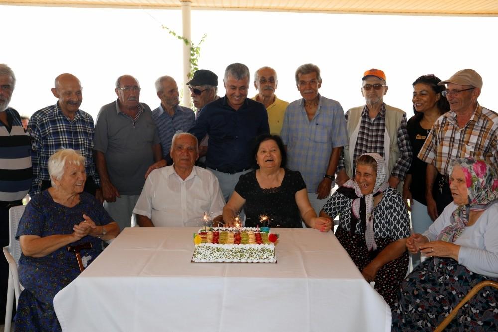 Başkan Sözen'den büyüklere doğum günü sürprizi