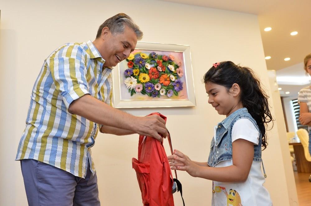 Başkan Uysal'dan çocuklara eğitim yardımı