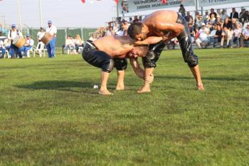 İsmail Balaban, İzmit ve Balıkesir güreşlerinin şampiyonu oldu