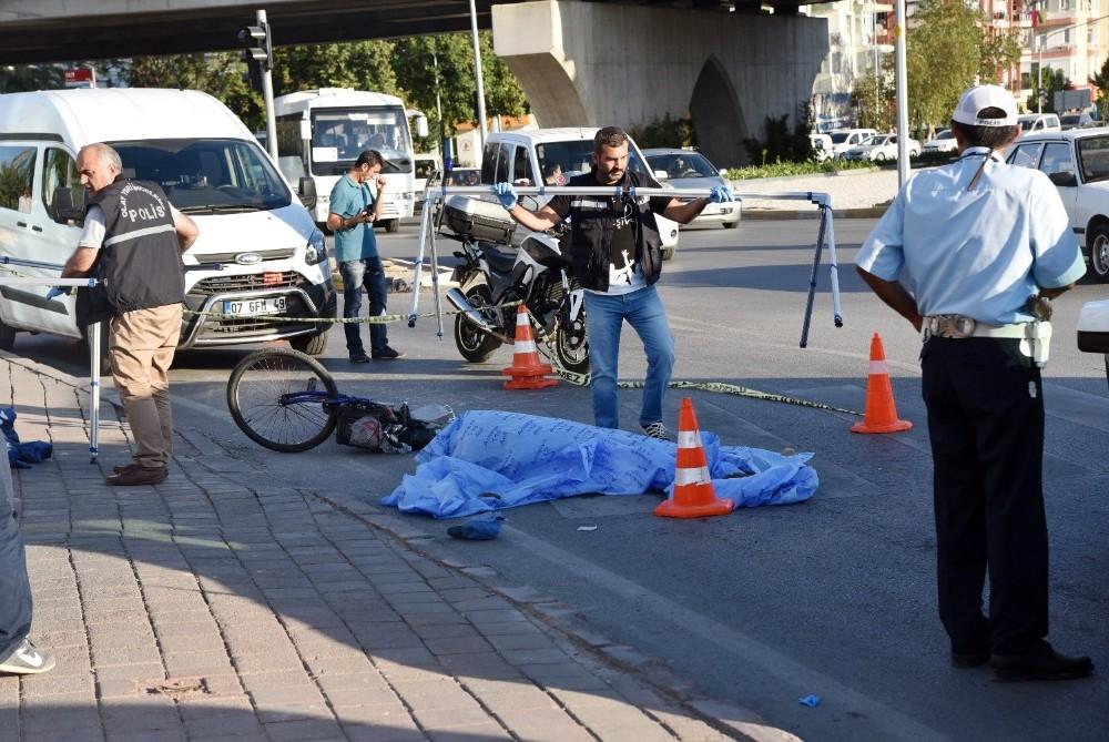 Kamyonun çarptığı bisikletli hayatını kaybetti