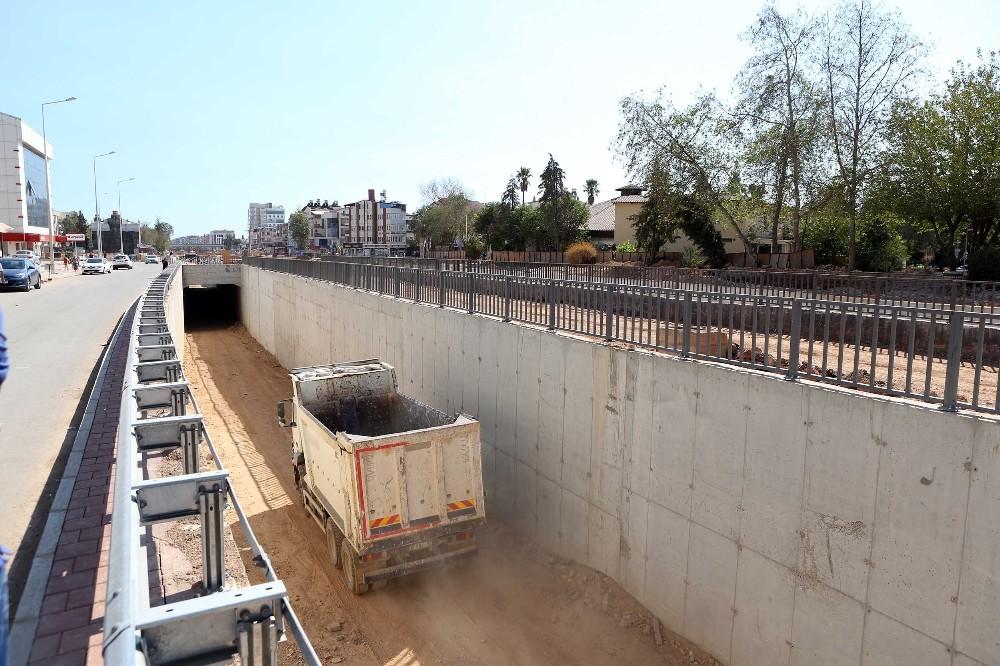 Kepez Katlı Kavşak Projesi'nde tüneller birleşti