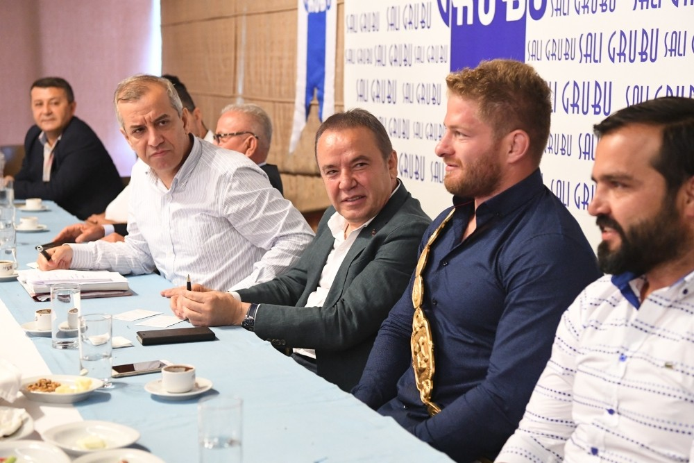 Konyaaltı Belediye Başkanı Muhittin Böcek