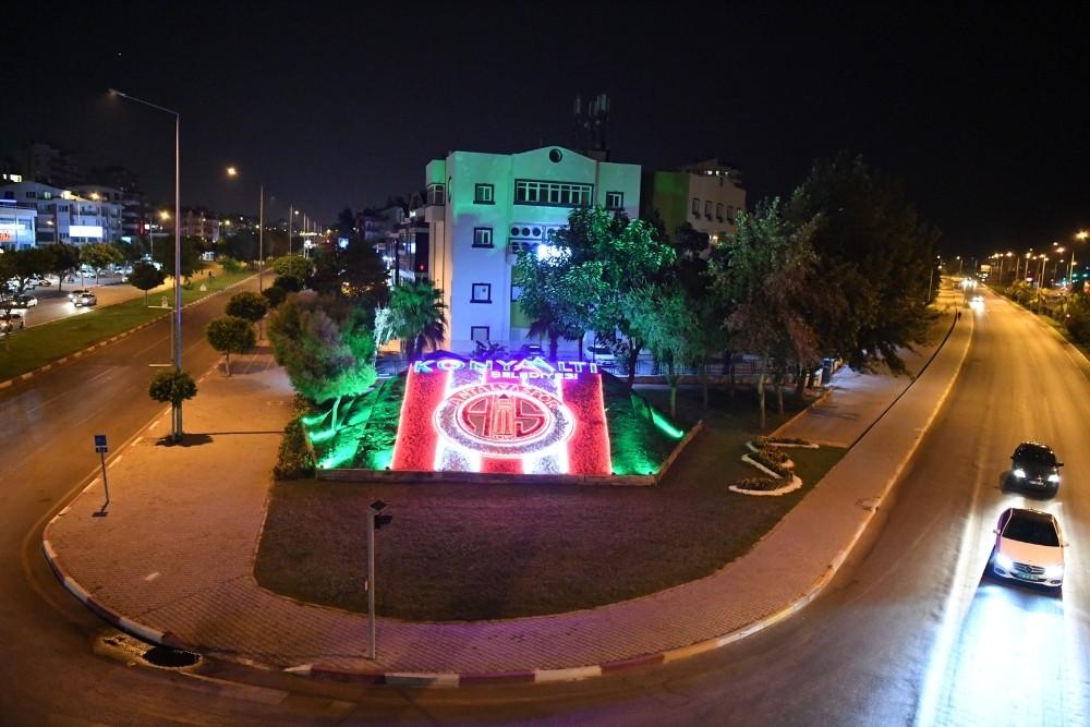 Konyaaltı ilçesine Antalyaspor temalı ışıklı yeşil doku