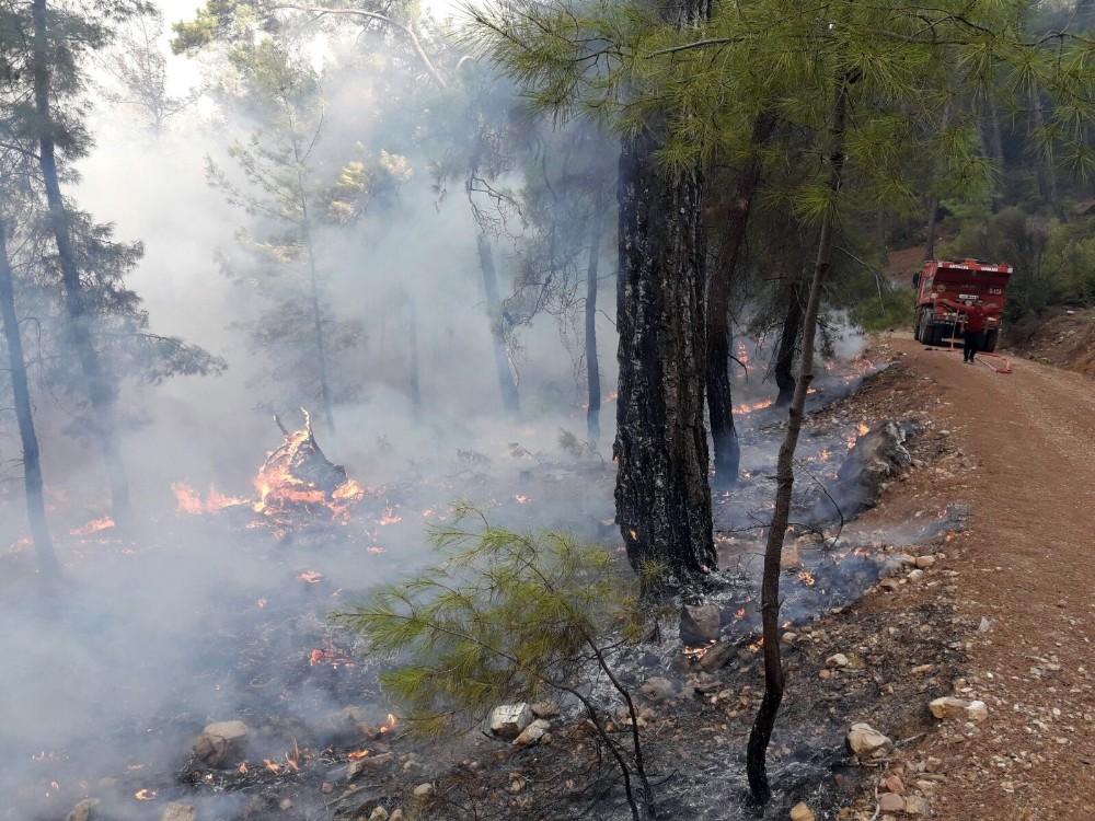 Kumluca'daki orman yangını kısmen kontrol altına alındı