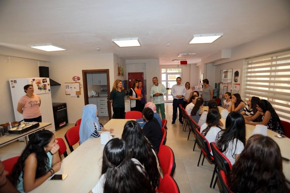 Manavgat Belediyesi'nden kız öğrencilere sıcak yuva