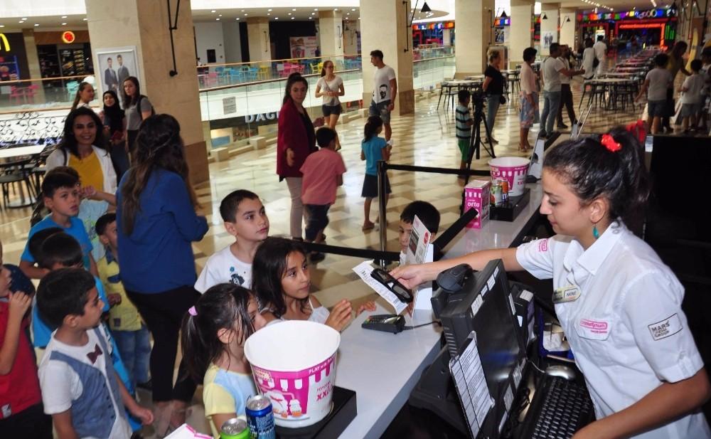 Manavgat'ta öğrencilerin sinema keyfi