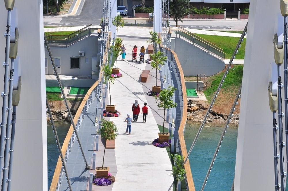 Modern yaya köprüsü açılıyor