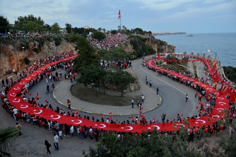 Muratpaşa Belediyesi'nden 'Cumhuriyet Meydanı' açıklaması