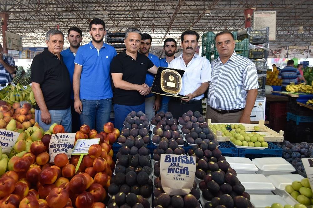 Muratpaşa'da 'Örnek pazarcılara' plaket