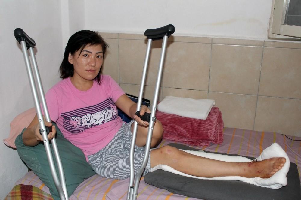 Otomobilin çarpıp kaçtığı Kırgız kadının başına gelmeyen kalmadı