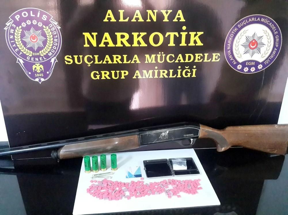 Pompalı tüfekli şüphelinin üzerinden 219 adet uyuşturucu hap çıktı