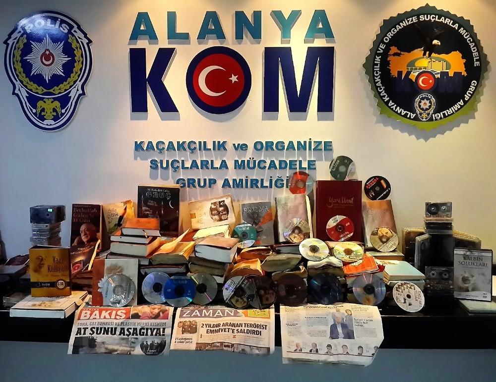 Terör örgütü elebaşı Gülen'e ait çok sayıda kitap, CD ve kaset bulundu