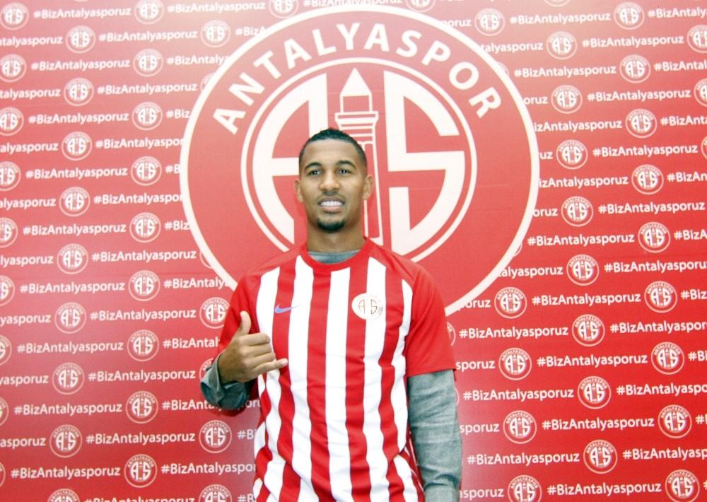 "Vainqueur: ""Galatasaray'dan teklif aldım ama tercihim Antalyaspor oldu"""