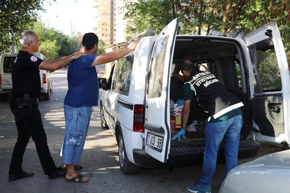 Zeytinköy'de 300 polisle uyuşturucu denetimi