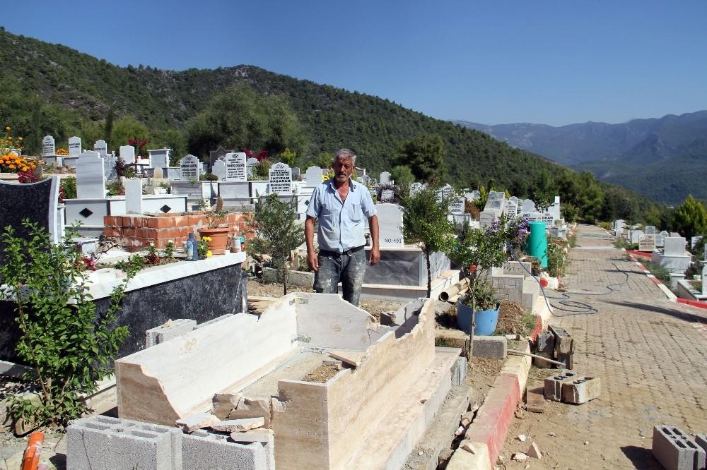 Alanya'da aile mezarlığı parçalandı
