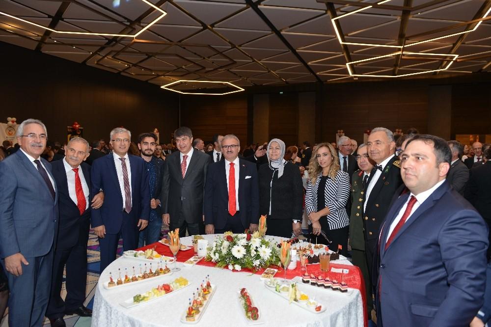 Antalya'da Cumhuriyet resepsiyonu düzenledi
