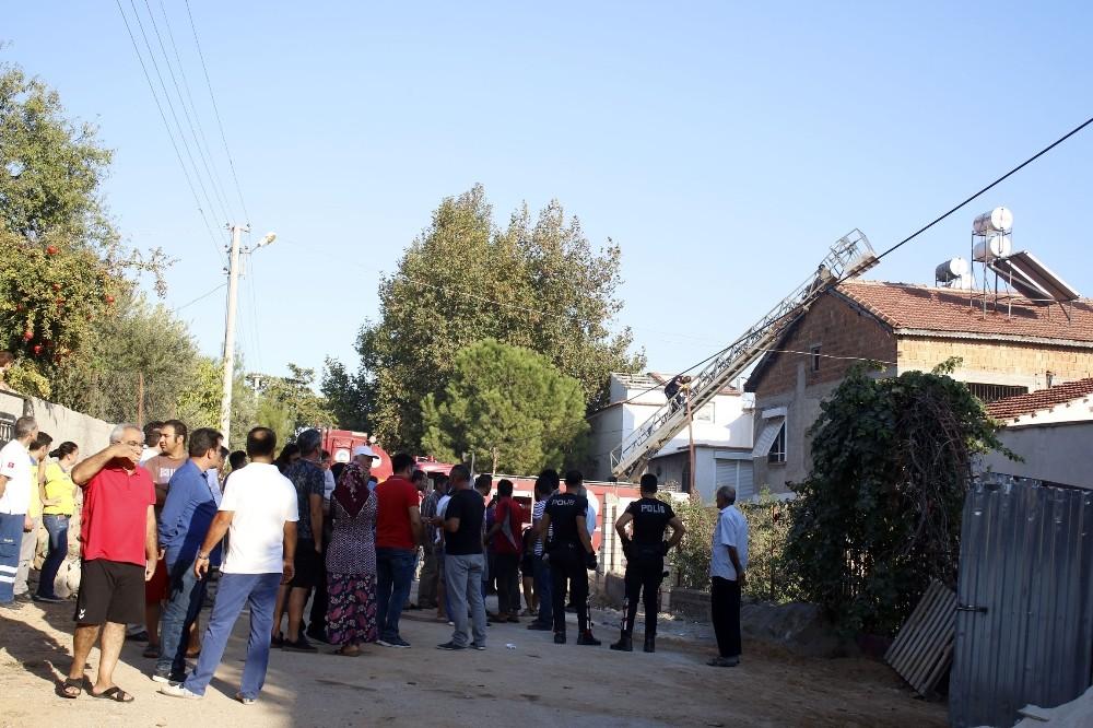 Antalya'da iki ev ve bahçe yandı