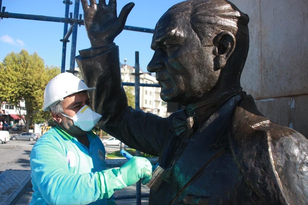 Atatürk Anıtı'na profesyonel bakım