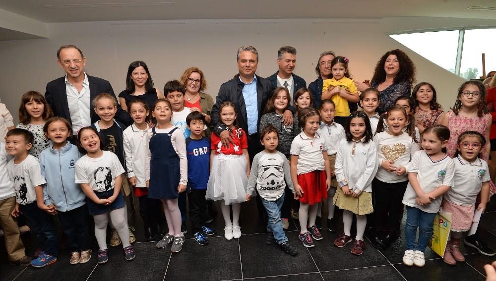 Başkan Uysal, küçük ressamlara ödüllerini verdi