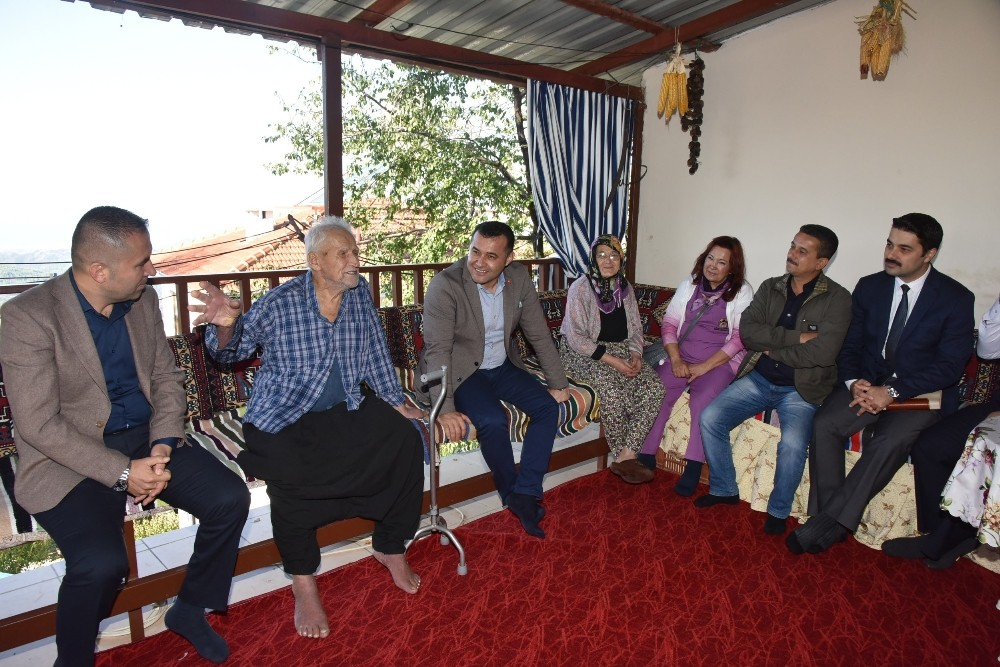 Başkan Yücel, hastaları evlerinde ziyaret etti
