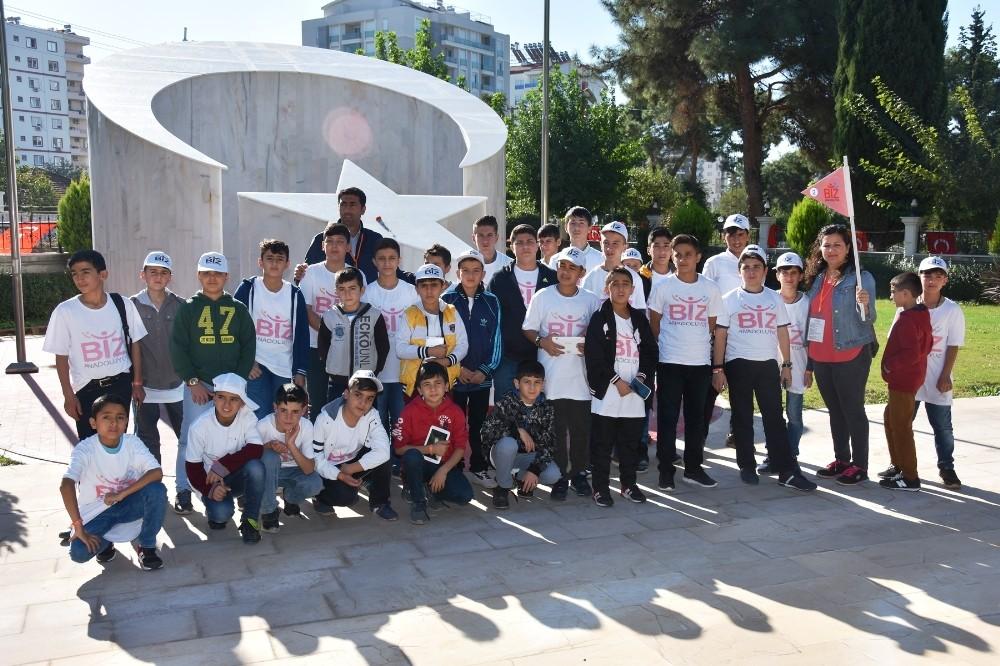 Bitlisli Öğrenciler Polis ve Asker Şehitliğini ziyaret etti