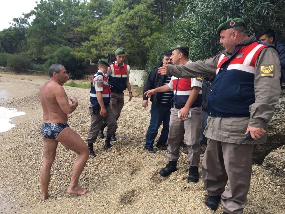 Dalgalı denize giren Macar turist son anda kurtarıldı
