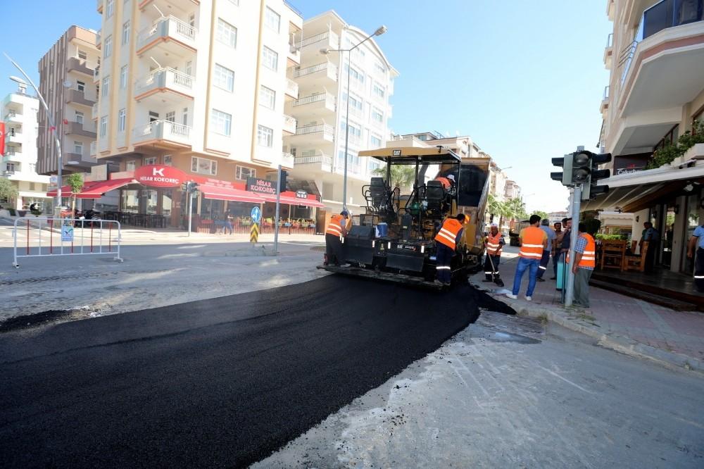 Güllük Caddesi'ne sıcak asfalt