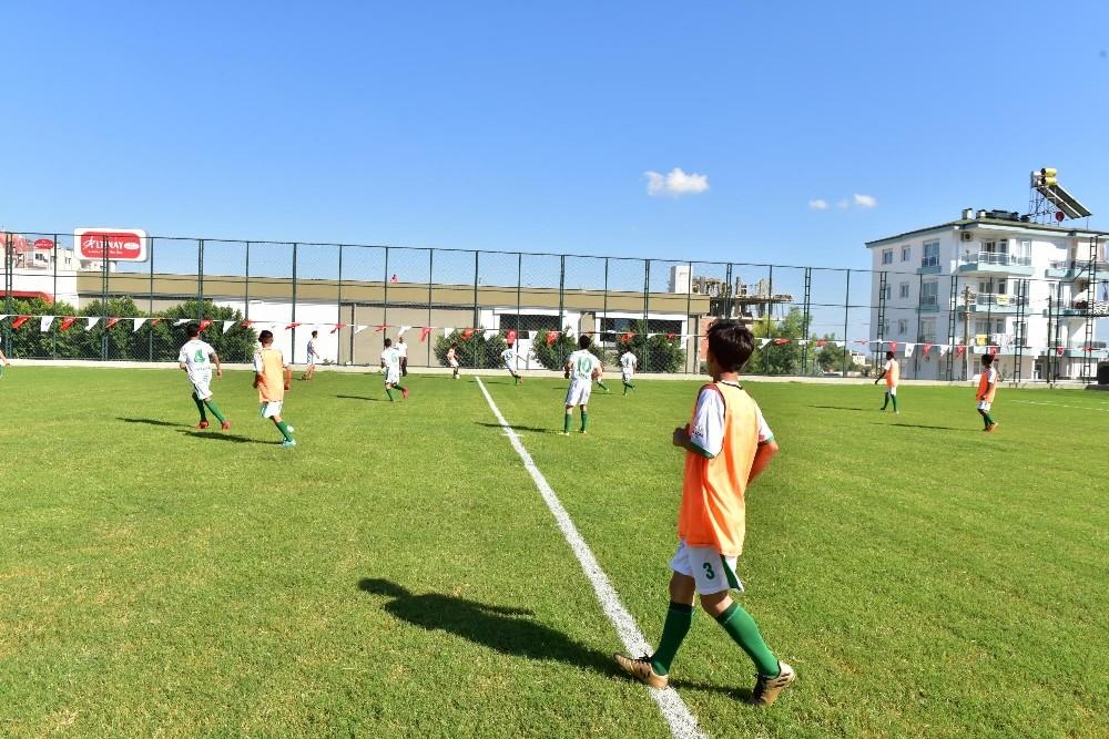 Kepez'den Varsak'a semt futbol sahası