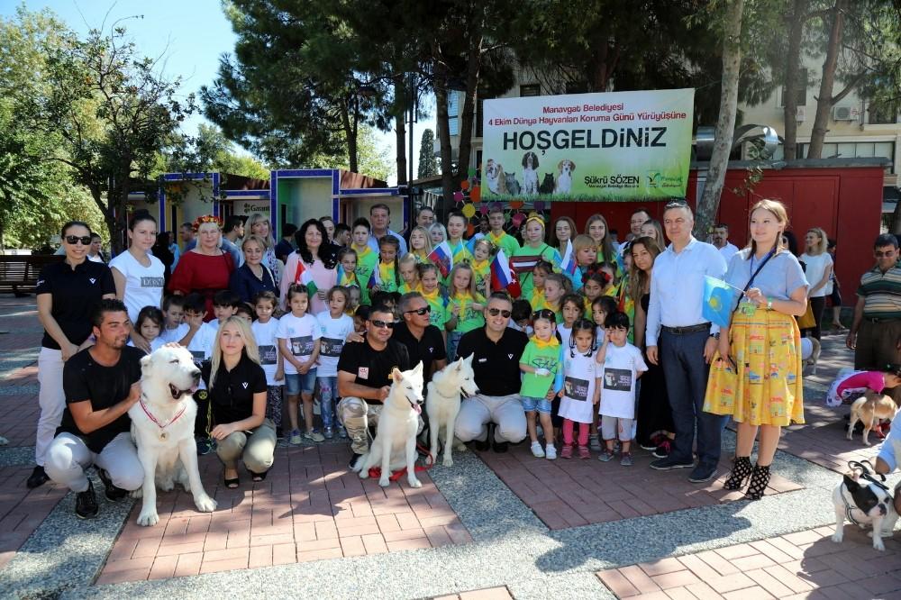 Manavgat Belediyesi'nden hayvanları koruma günü yürüyüşü