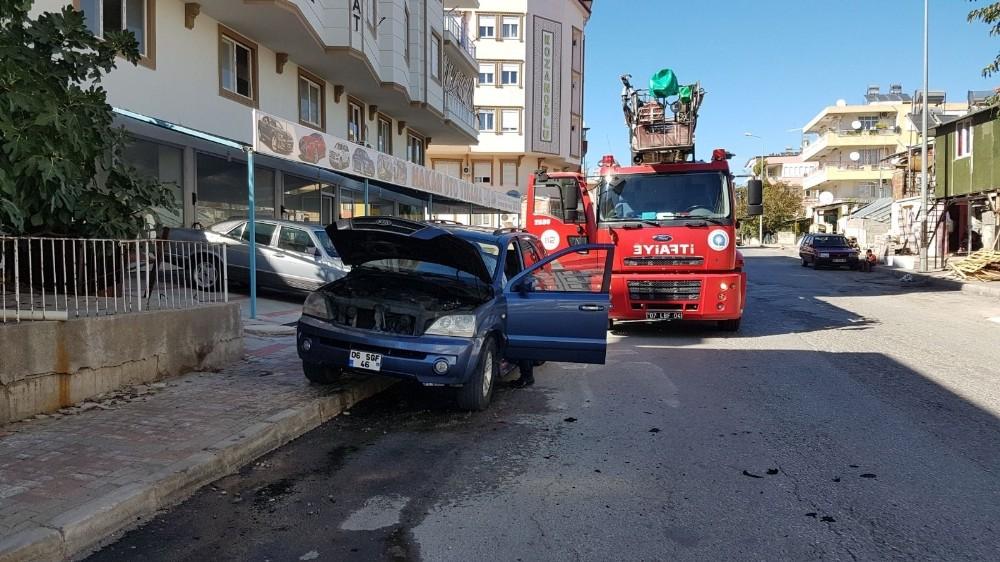 Seyir halindeki araçta yangın çıktı