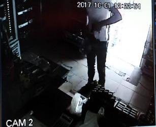 Silahla 93 liralık soygun yaptı, 200 liralık bisikletini bıraktı