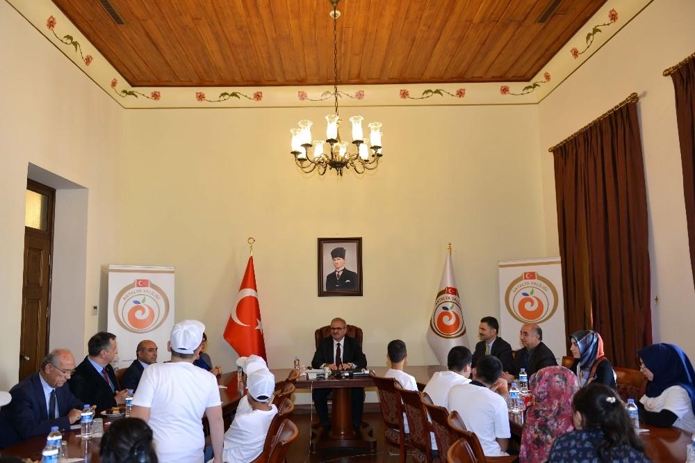 Vali Karaloğlu, Bitlisli çocukları makamında ağırladı