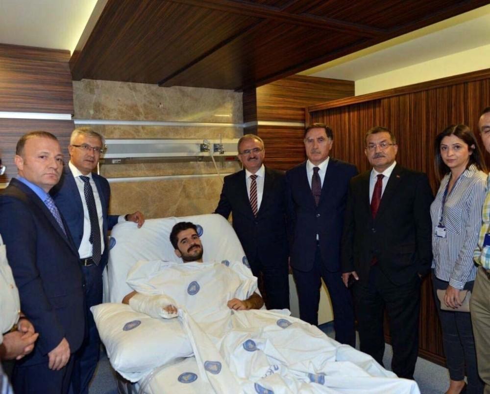Vali Karaloğlu, silahlı saldırıda yaralanan savcıyı ziyaret etti