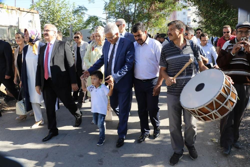 Zeytinköy Vali Karaloğlu'na kucak açtı