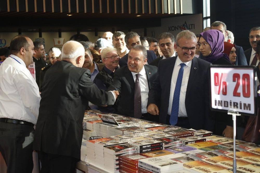 8. Antalya Konyaaltı Kitap Fuarı kapılarını yeni yerinde açtı