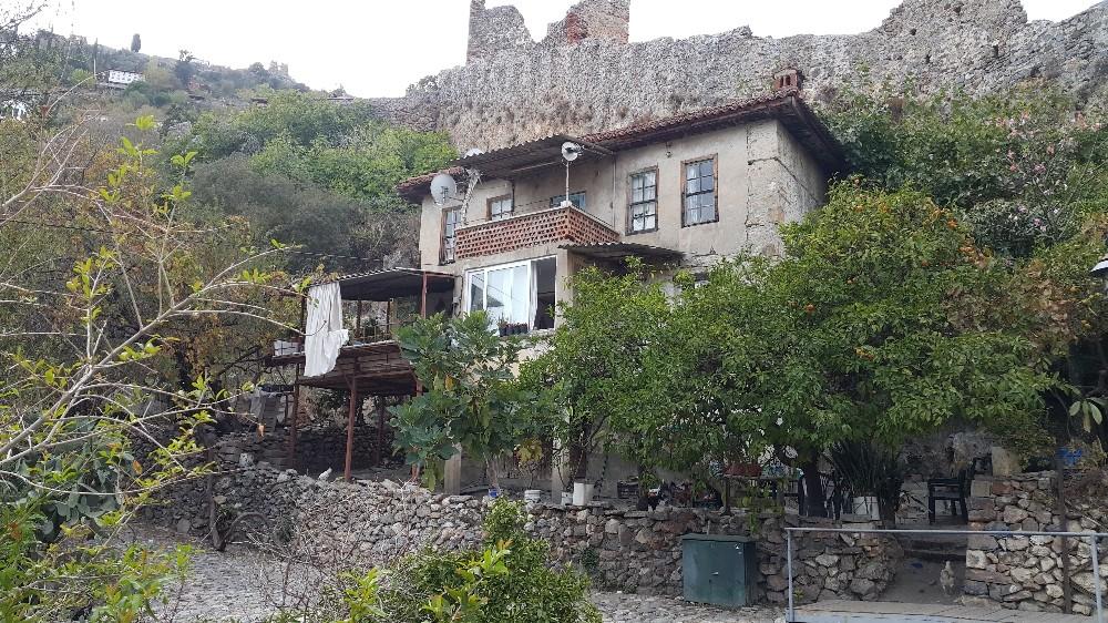 Alanya'da tarihi evlerin restorasyon çalışmaları devam ediyor