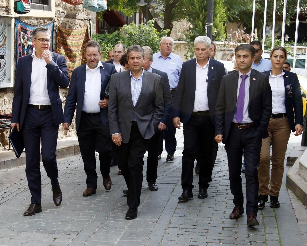 Almanya Dışişleri Bakanı Gabriel, Kaleiçi'ni gezdi